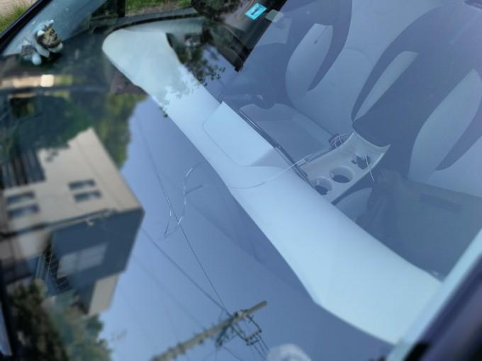 飛び石でひび割れしたガラスを保険請求して直した